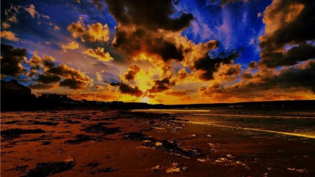 456377-skies-alight-over-thurso-in-the-north-of-scotland