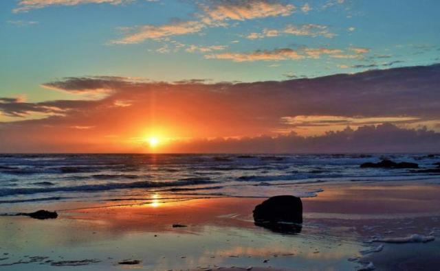 474437-islay-beach-by-kevin-morrison