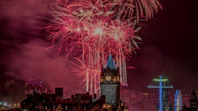 506930-hogmanay-up-calton-hill-by-douglas-mackay-by-scotland-from-the-roadside
