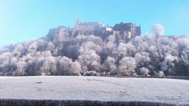 510534-snowy-stirling-castle-by-barry-martin-for-scotland-from-the-roadside